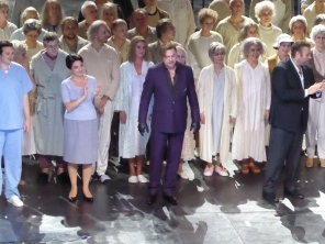 Rene Pape and Mefistofele cast at curtain call